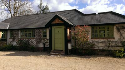 Beautiful Family Home in semi-rural location, 10 mins To Legoland, Sleeps 7