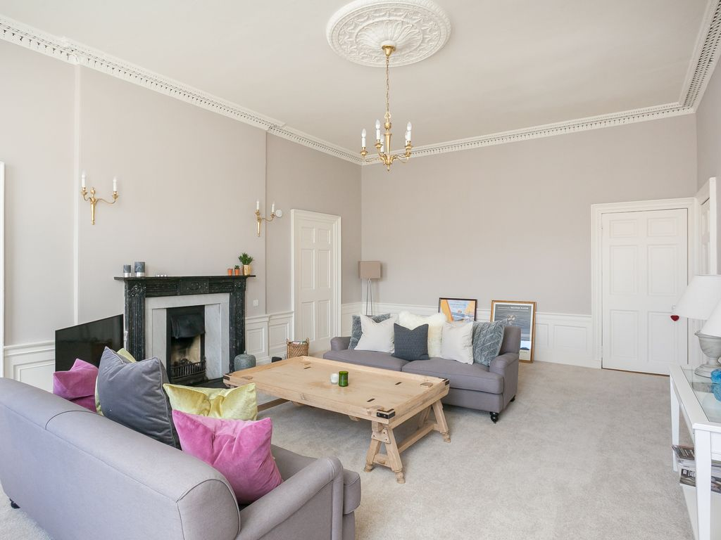 Fabulous spacious central Edinburgh 2 bedroom New Town apartment