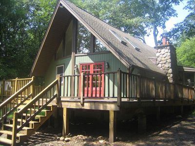 Woodstock chalet rental - Front entrance with a front deck
