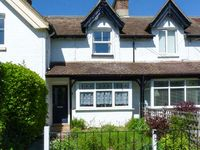 2 MANOR VILLAS, family friendly in Totland, Ref 911840