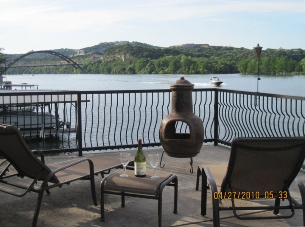 Waterfront Lake Austin Cottage:Close to Downtown/Kayaks/Paddle Boards/Boat Deck