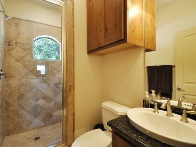 Spicewood house rental - Bedroom 2's attached bathroom
