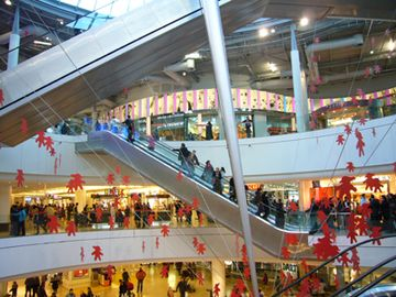 The shopping mall Les Quatre Temps with 250 stores
