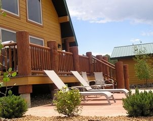 Deer Meadow Vacation Home Only 7 Miles From Yellowstone Park