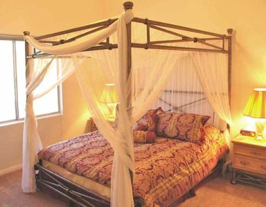 2nd Large Bedroom with four Poster Bed