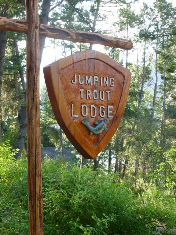 Welcome to Jumping Trout Lodge!