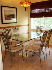 Clearwater Beach townhome photo - Dining Room - Gather friends and family and enjoy!