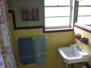 Daytona Beach bungalow photo - One of the bathroom attached to a bedroom.