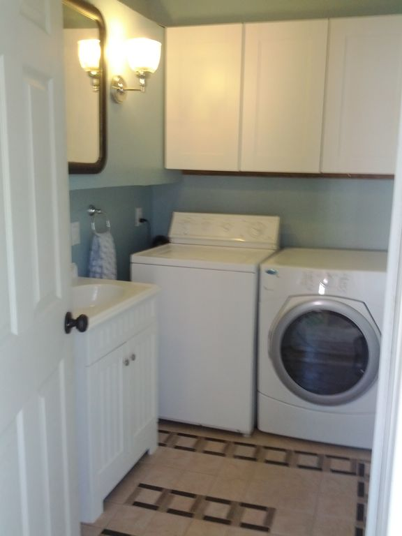 Laundry/Powder Room