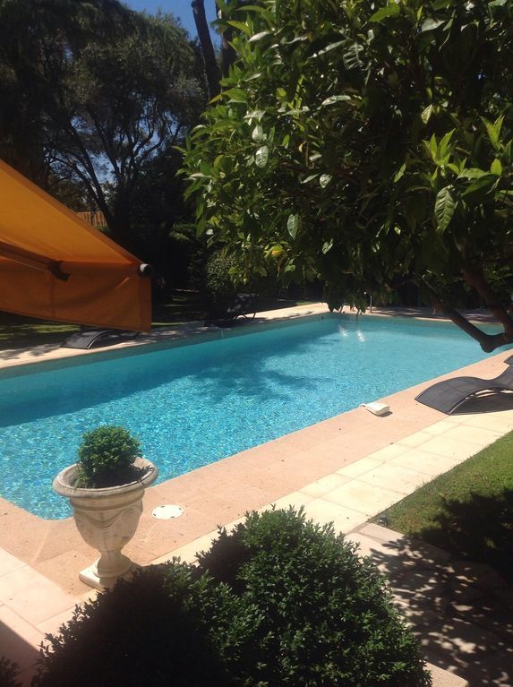 Air-conditioned accommodation, 360 square meters, close to the beach
