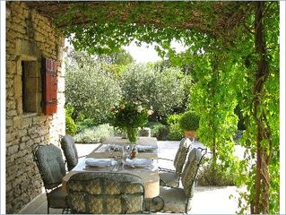 Gordes house photo - Lunch under the pergola.