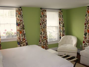 "1st fl bdrm: facing sidewalk and garden, shared/full bath, two twins or ""king"""