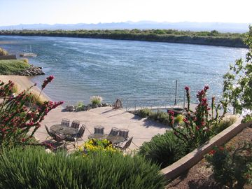 Needles house rental - Lower patio, dock and beach