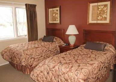 Second bedroom with twin beds and view of the golf course.