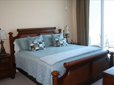 Gulf front Master bedroom with king size bed. 26 inch TV/DVD.