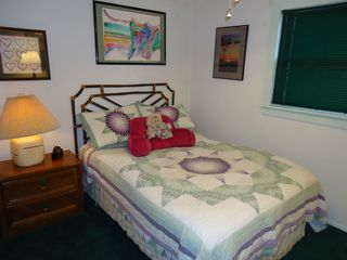 Ruidoso cabin photo - Cute and cozy guest bedroom