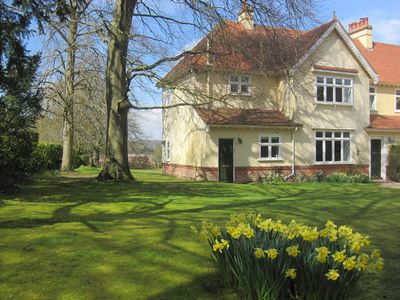 Comfortable apartment with country views on northern edge of Winchester
