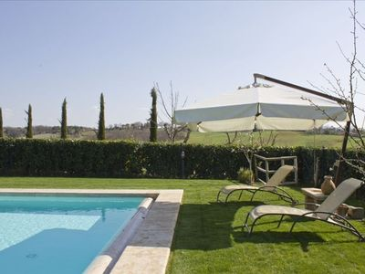 Sienna quiet villa with pool, wifi, air con and splendid views