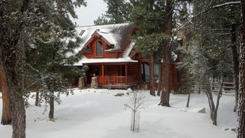 Meadowbrook Estates lodge rental - Secluded, full log house in prestigious Meadow Brook Estates