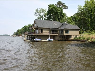 Landmark Lodge sits out over beautiful Lake Blackshear