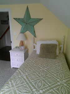 Beach Haven house rental - 3rd fl girls rm twins