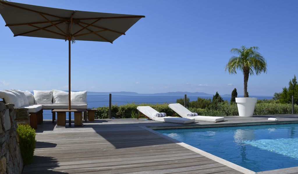 Luxury house, 250 square meters, close to the beach