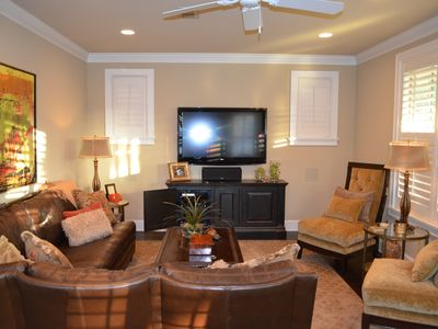 "Large beautifully decorated living area w/ 55"" HDTV / Surround Sound / iPod Dock"