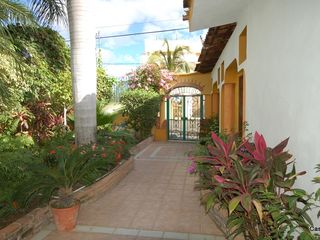 La Cruz de Huanacaxtle house photo - Walkway from Street to Casita/Palapa Vista de Yates