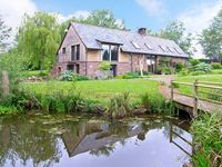 THE GRANARY, family friendly, with a garden in Abergavenny, Ref 15022