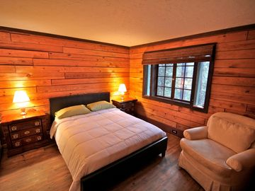 Twin Peaks cabin rental - Guest room on main level with queen size bed