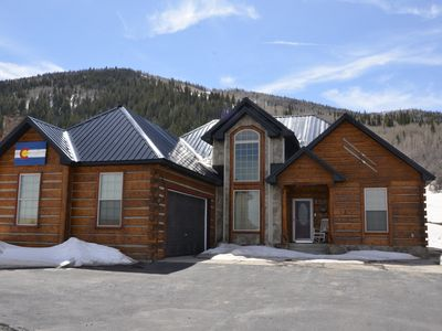 Custom log cabin nestled in Powderhorn Ski Resort. Great in winter or summer.