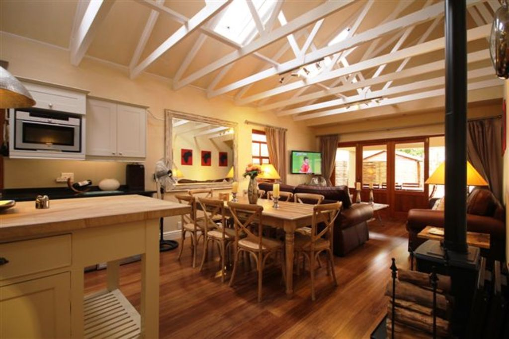 5 Star Luxury - Self Catering Accommodation - Constantia - 2 Bedroom Cottage