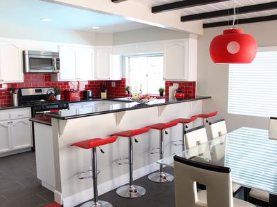 Mickey-themed kitchen with all new appliances, granite countertops, 5 seater bar