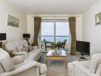 5* 2 bed apartment with sea views, parking, short walk to beach and station