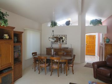 Oro Valley townhome rental - Living Room/Dining Room