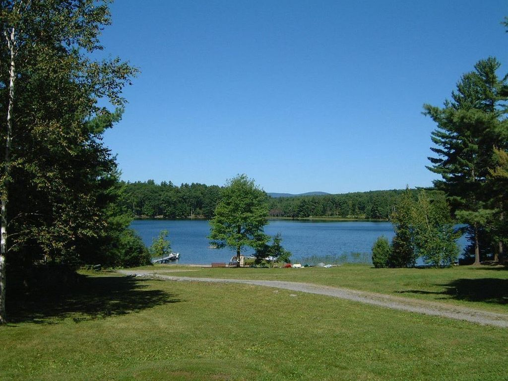 Adirondack lakefront with saratoga springs vrbo for Vacation rentals in saratoga springs ny