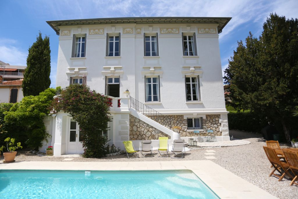 Air-conditioned accommodation, 300 square meters , Le Suquet, France