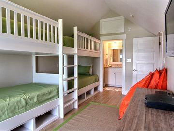Bunk Room with 4 Twin Beds, Flat Panel, PlayStation 3, Full Bath