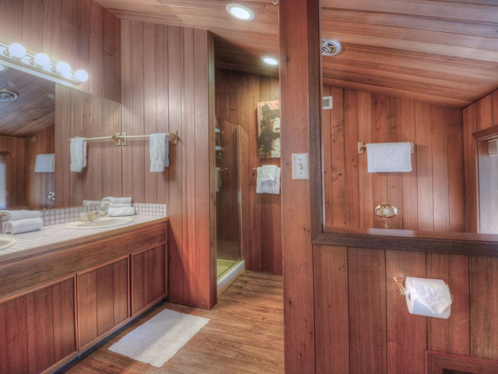Redwood Master. bathroom with 2 sinks, separate shower, jetted tub
