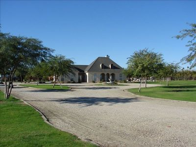 Beautiful 4 ac La Quinta estate, private parking for all!