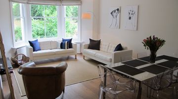 Richmond & Kew apartment rental - Relax in the spacious living/dining area and enjoy the view to Kew Gardens!