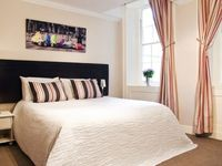 Below Stairs Apartment In The Heart Of Bath