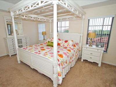 Master Bedroom with 4 Poster Bed and En-suite Bathroom