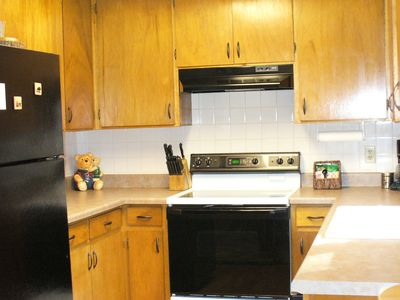 Clean and fully equipped kitchen.