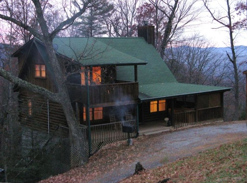 Pigeon forge cabin rental special in april vrbo for Rent cabin smoky mountains