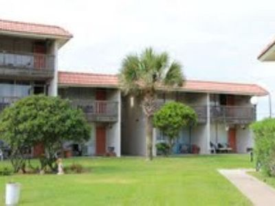 2 bedroom 2 bath spacious condo in a beachfront community!
