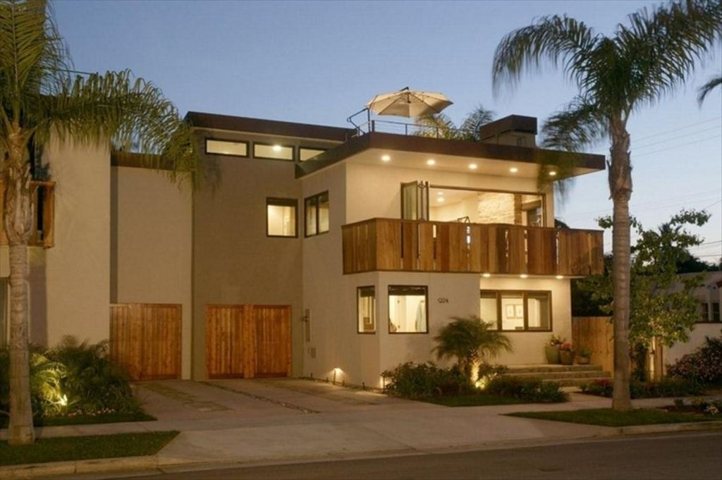 New Beautiful Modern House With Huge Roof VRBO