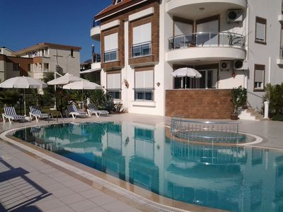 3 rooms with bath and balcony pool chairs, palm garden in the center of Side, Strandn