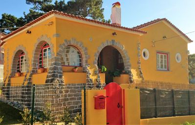 Charming Villa - Colares Sintra - Heated Pool by the Beaches