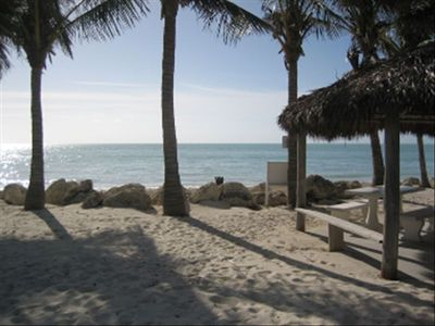 IMAGINE-QUICK oceanfront access: walk across street to rare private beach for 6!